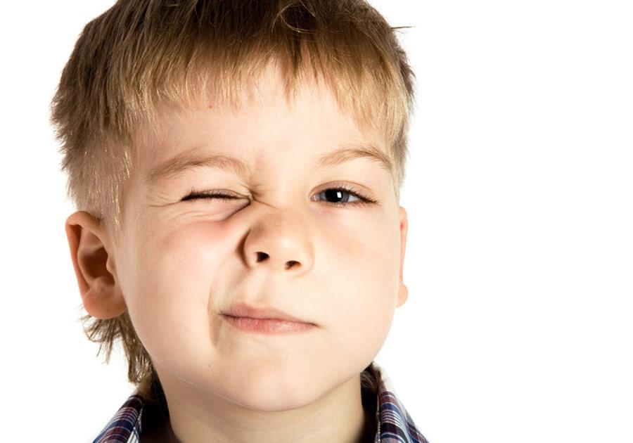 Нервный тик у ребенка – что делать и как лечить?